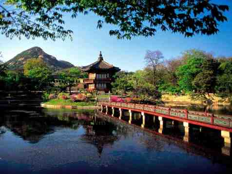 hyangwonjong_pavilion_lake_seoul_south_korea